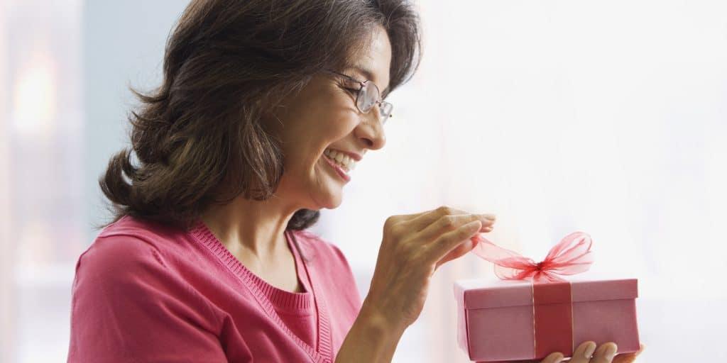 Какой подарок выбрать свекрови на 50-летие